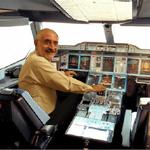 Enrique al A380 cockpit.jpg